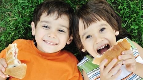Kids eats pita